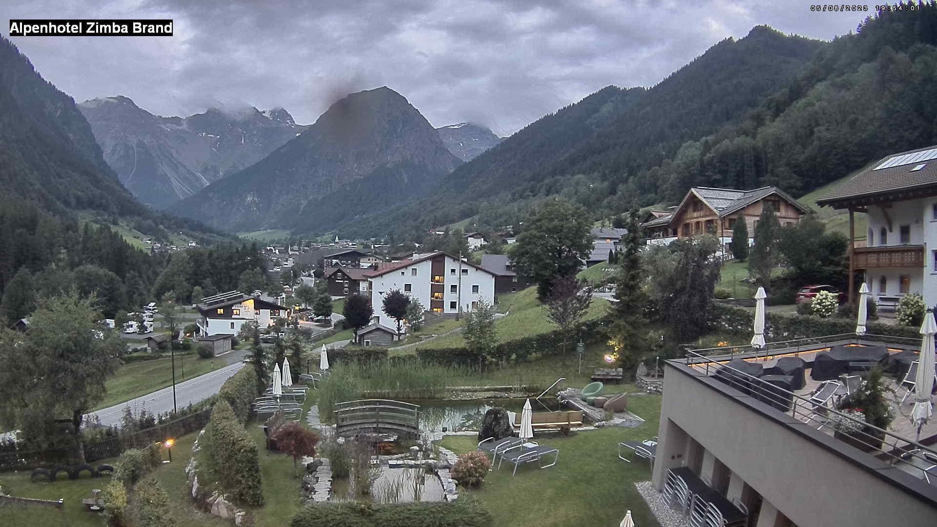 Blick vom Alpenhotel auf Brand und zum Zimba